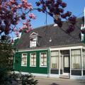 Huis voorkant met Japanse sierkers 015.jpg