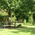 Table dans jardin [Résolution de l'écran] [Résolution de l'écran].jpg